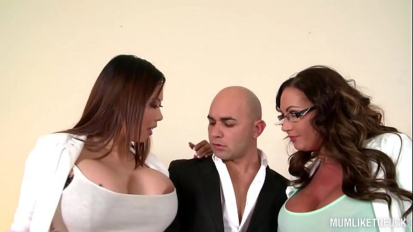 Threesome, Busty mom, Mom threesome, Emma butt, Execution