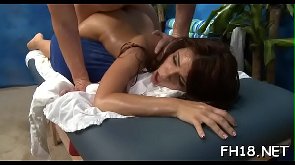Massage hot, Behind