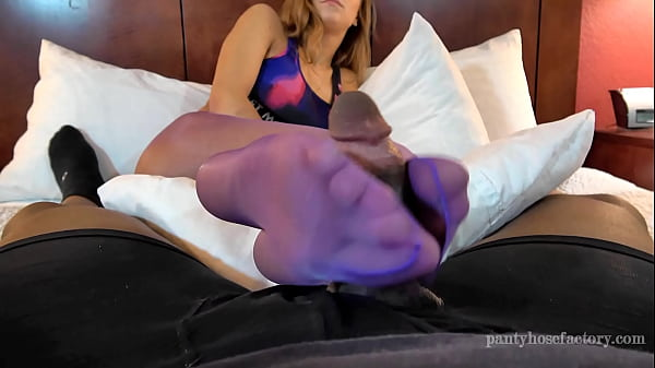 Pantyhose, Footjob